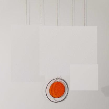 Décoration murale colorée en vitrail