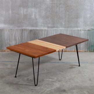 Table basse sur pieds épingles en bois au style vintage